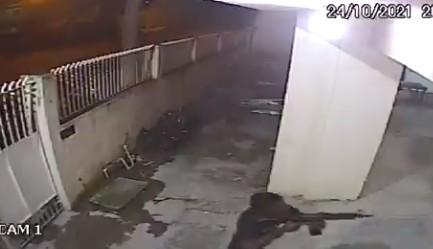 roubo - TERROR! Bandido armado com fuzil assalta fiéis em igreja evangélica - VEJA VÍDEO