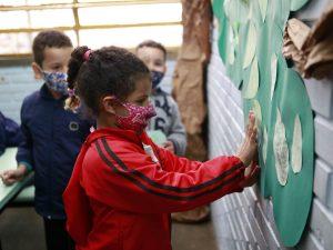 sala de aula escola pandemia 3 300x225 - Estados registram aumento de casos de Síndrome Respiratória Aguda Grave em crianças