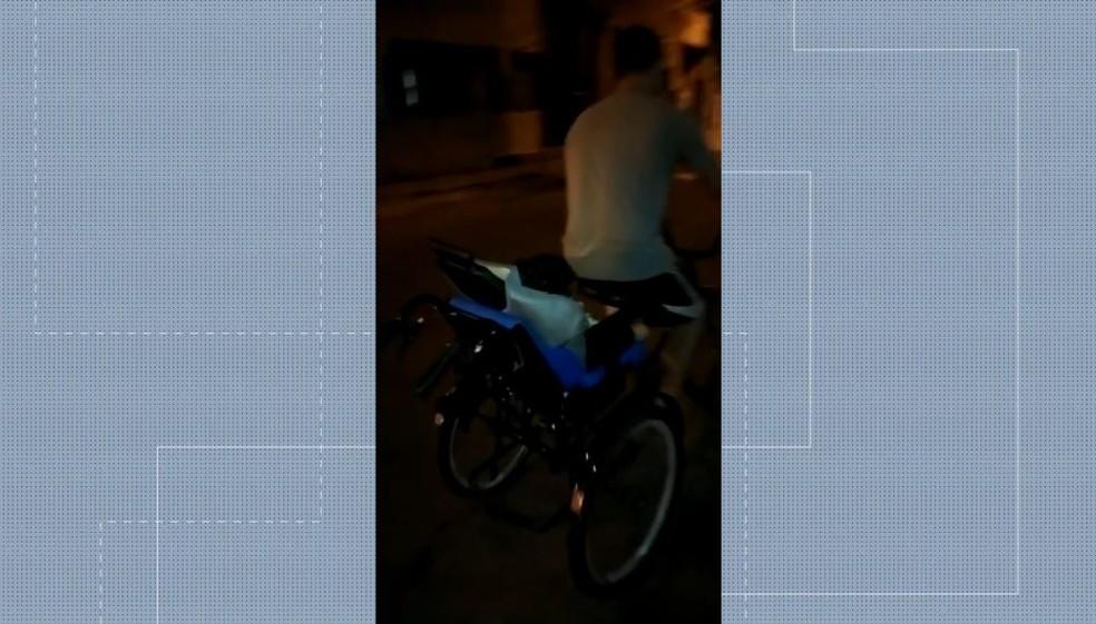 trici - ABSURDO! Homens roubam triciclo adaptado para menino de 7 anos com paralisia cerebral