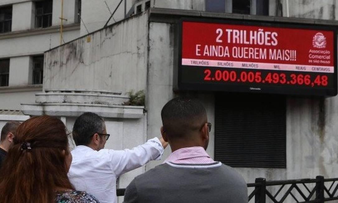 xImpostometro.jpg.pagespeed.ic .mI d N91fZ - RETOMADA OU INFLAÇÃO?! Em 2021, brasileiros já pagaram mais de R$ 2 trilhões em impostos; ano passado essa marca foi atingida em dezembro