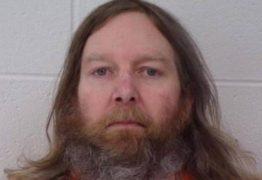 Homem é acusado de matar o irmão farmacêutico porque ele aplicava vacina contra a Covid-19