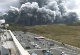 Vulcão Monte Aso entra erupção no Japão e gera alerta no país